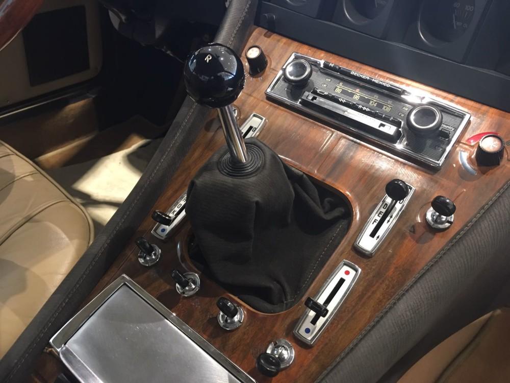Ferrari 365 GT4 2+2 Mittelkonsole